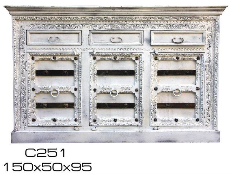 3er kommode aus sheeshamholz mit messing details vintage. Black Bedroom Furniture Sets. Home Design Ideas