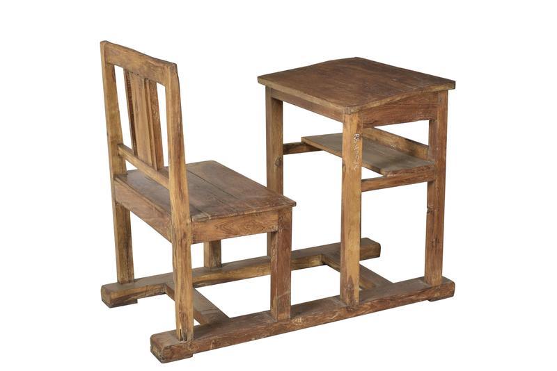 antiker schultisch mit stuhl schreibtische tische alle m bel bei m belhaus hamburg. Black Bedroom Furniture Sets. Home Design Ideas