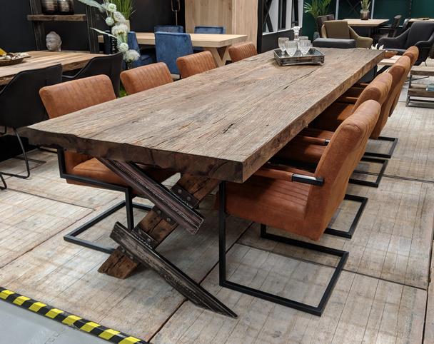 Esstisch alte Eiche rustikal - Tisch Industrial bei Möbelhaus Hamburg