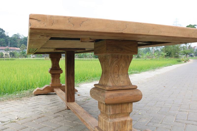 Esstisch Altholz mit imposantem Fuß Klostermodell