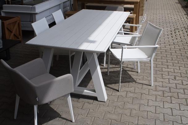 Gartentisch Im Angebot Sschnappchen Dusseldorf Mobel Bei Mobelhaus