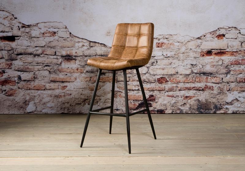 Industrieller barhocker gepolstert barhocker sofas for Barhocker gepolstert