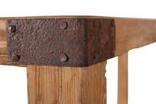 industrielles regal aus altem holz auf rollen tische industrielle. Black Bedroom Furniture Sets. Home Design Ideas