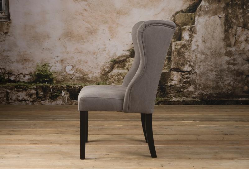 ohrenstuhl hamburg landhausstil sofas sessel st hle bei m belhaus hamburg. Black Bedroom Furniture Sets. Home Design Ideas
