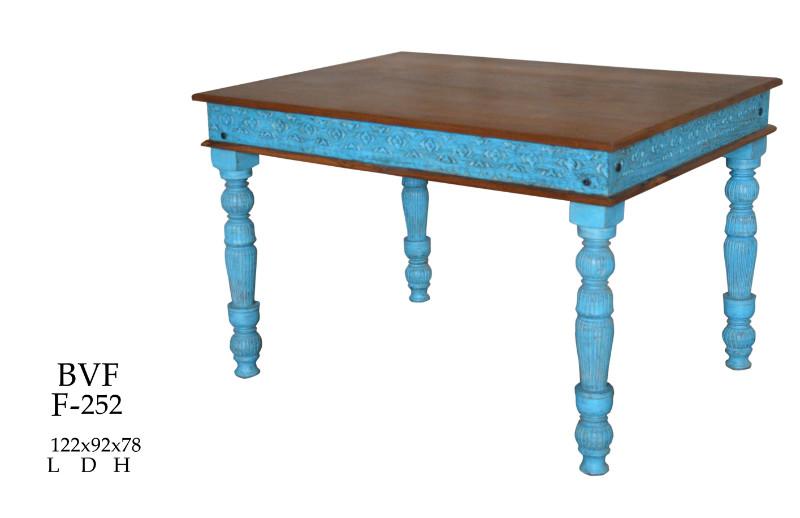 tisch aus altem holz awesome esstisch altholz eisen aus jahre altem holz with tisch aus altem. Black Bedroom Furniture Sets. Home Design Ideas